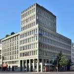 Фридрихштрассе д. 118 - гладкая фасадная плитка - исполнение датируется 2000 г. - снимок сделан в августе 2013 г.