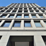 Фридрихштрассе д. 118 - гладкая фасадная плитка - исполнение датируется 2000 г. - вид фасада снимок сделан в августе 2013 г.