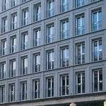 Leibniz Kolonnade - Lieferung von Blöcken zur Verkleidung der Fassade aus Pietra Serena