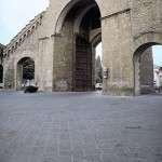 Porta Romana - fornitura pietra per marciapiedi e lista rigati a spina