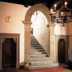 portale e scala realizzati in Pietra Serena